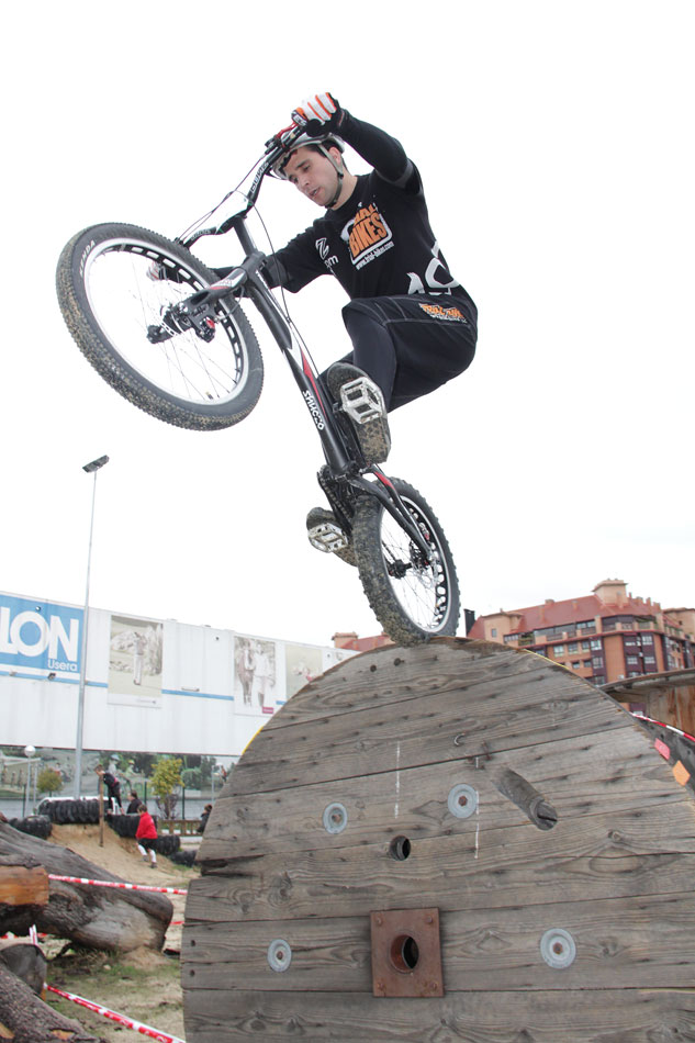 Diego Barrio del equipo Trial-Bikes en el campeonato de Madrid