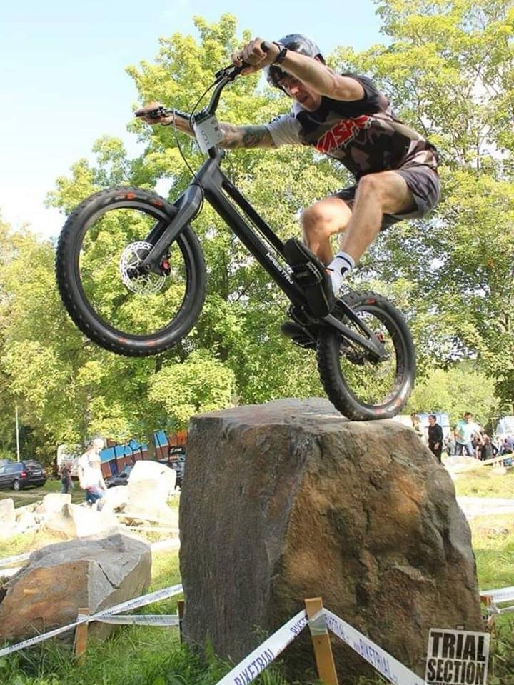 Vaclav Kolar en competición de bike trial